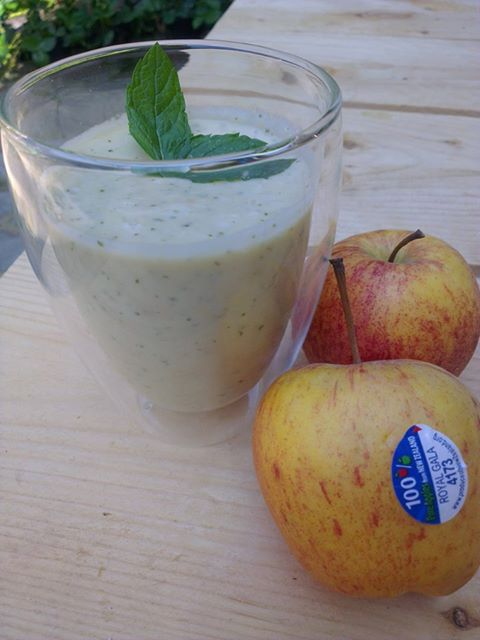 Summer mint & apple smoothie