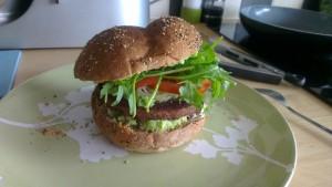 Broodje (vega)hamburger met avocado